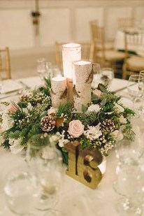 Easy And Simple Christmas Table Centerpieces Ideas For Your Dining Room 05
