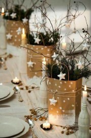 Easy And Simple Christmas Table Centerpieces Ideas For Your Dining Room 06