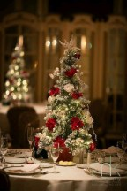 Easy And Simple Christmas Table Centerpieces Ideas For Your Dining Room 08