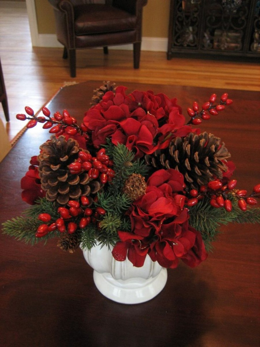 Easy And Simple Christmas Table Centerpieces Ideas For Your Dining Room 09