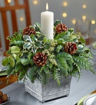 Easy And Simple Christmas Table Centerpieces Ideas For Your Dining Room 10