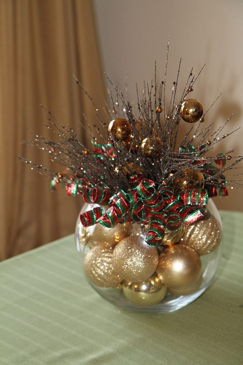 Easy And Simple Christmas Table Centerpieces Ideas For Your Dining Room 12