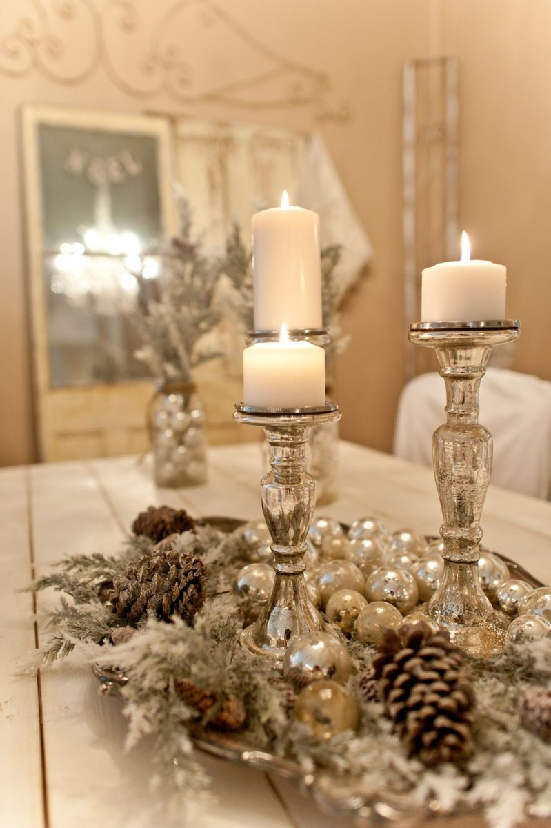 Easy And Simple Christmas Table Centerpieces Ideas For Your Dining Room 19