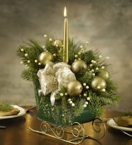Easy And Simple Christmas Table Centerpieces Ideas For Your Dining Room 40