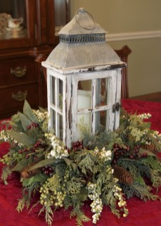 Easy And Simple Christmas Table Centerpieces Ideas For Your Dining Room 47