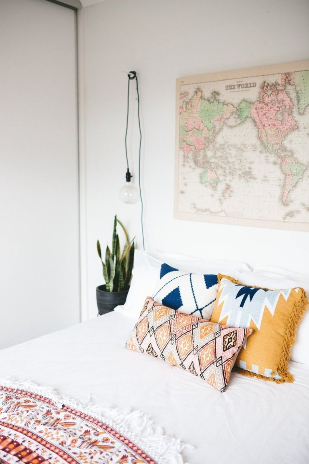 Gorgeous Vintage Master Bedroom Decoration Ideas 54