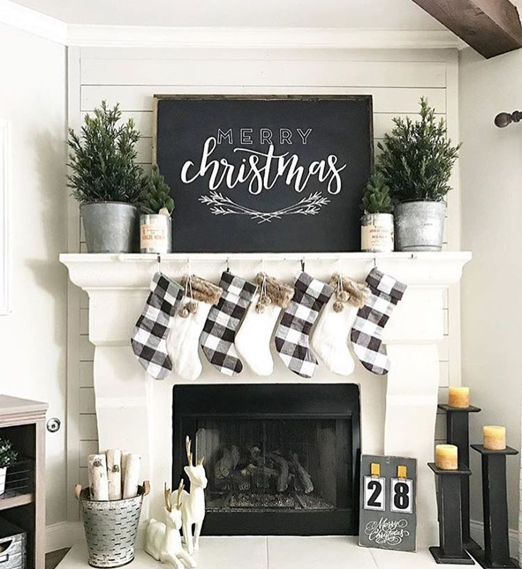 Incredible Rustic Farmhouse Christmas Decoration Ideas 07
