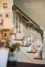 Incredible Rustic Farmhouse Christmas Decoration Ideas 08