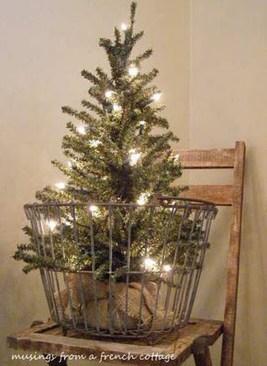 Incredible Rustic Farmhouse Christmas Decoration Ideas 09