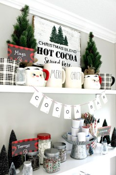 Incredible Rustic Farmhouse Christmas Decoration Ideas 10