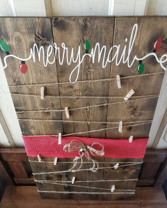 Incredible Rustic Farmhouse Christmas Decoration Ideas 25