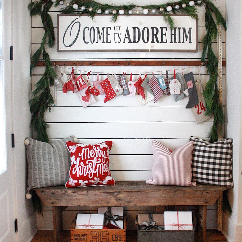 Incredible Rustic Farmhouse Christmas Decoration Ideas 39