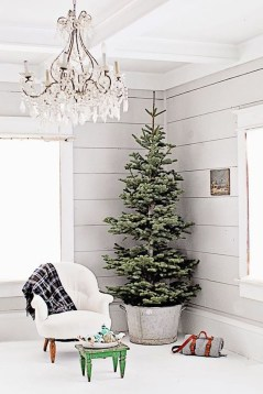 Incredible Rustic Farmhouse Christmas Decoration Ideas 44