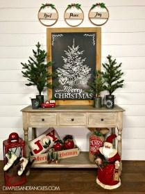Incredible Rustic Farmhouse Christmas Decoration Ideas 56