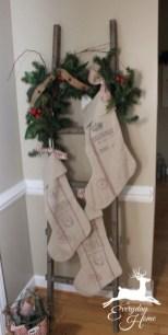 Incredible Rustic Farmhouse Christmas Decoration Ideas 63