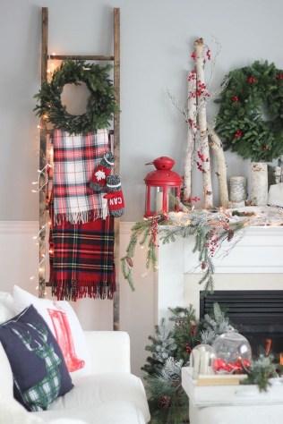Incredible Rustic Farmhouse Christmas Decoration Ideas 70