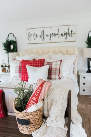 Incredible Rustic Farmhouse Christmas Decoration Ideas 71