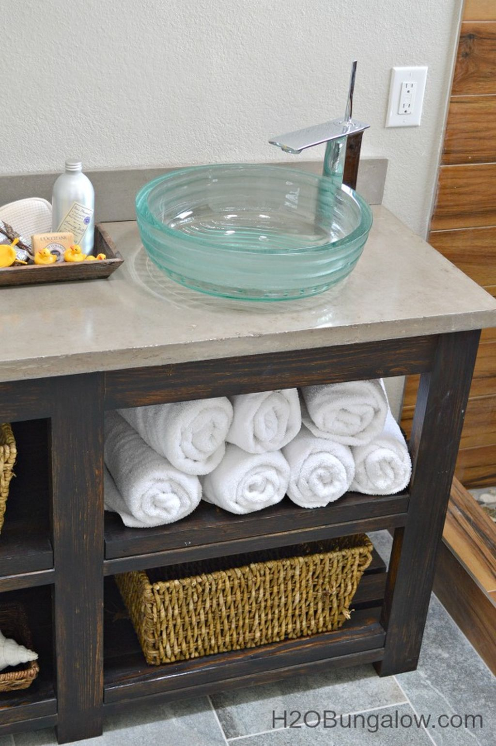 Inspiring Rustic Bathroom Vanity Remodel Ideas 33