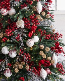 Inspiring Rustic Christmas Tree Decoration Ideas For Cheerful Day 06