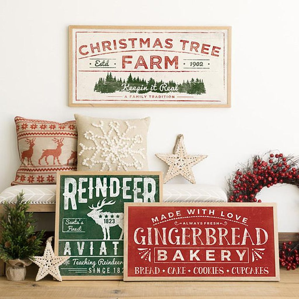 Inspiring Rustic Christmas Tree Decoration Ideas For Cheerful Day 13