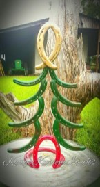 Inspiring Rustic Christmas Tree Decoration Ideas For Cheerful Day 16