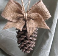 Inspiring Rustic Christmas Tree Decoration Ideas For Cheerful Day 35