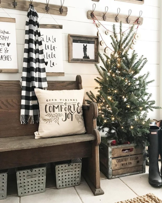 Inspiring Rustic Christmas Tree Decoration Ideas For Cheerful Day 46