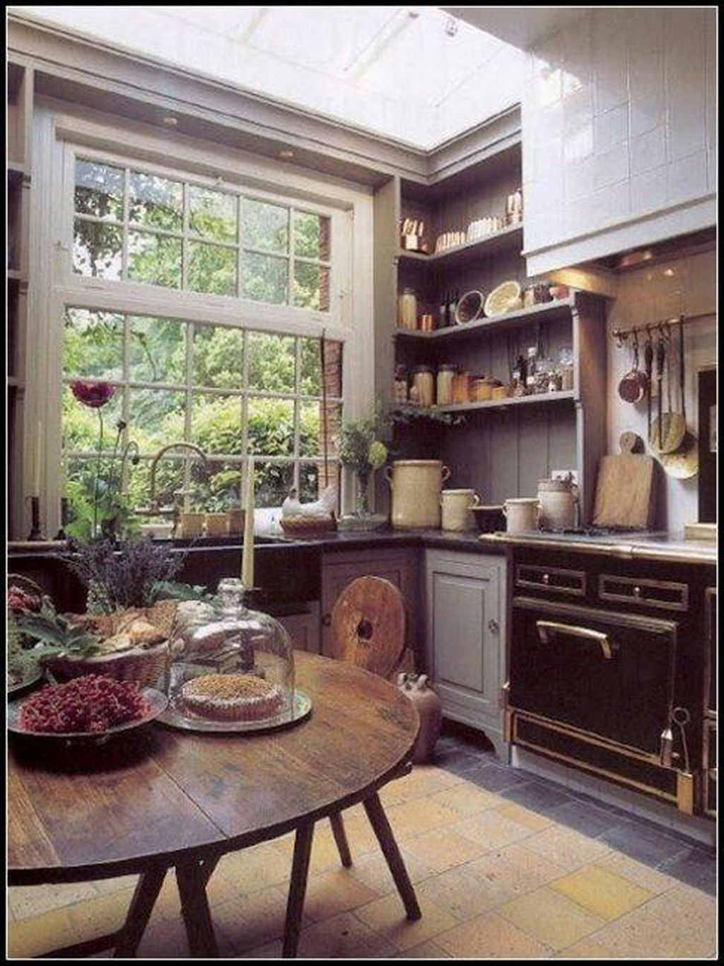 Inspiring Traditional Victorian Kitchen Remodel Ideas 11