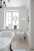 Romantic And Elegant Bathroom Design Ideas With Chandeliers 03