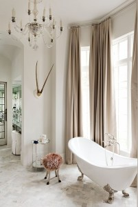 Romantic And Elegant Bathroom Design Ideas With Chandeliers 13