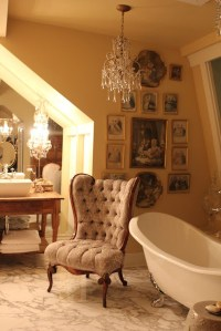 Romantic And Elegant Bathroom Design Ideas With Chandeliers 72