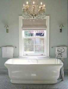 Romantic And Elegant Bathroom Design Ideas With Chandeliers 73