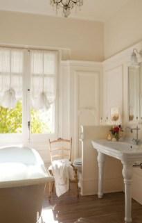 Romantic And Elegant Bathroom Design Ideas With Chandeliers 77