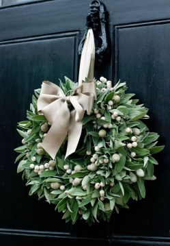 Simple But Beautiful Front Door Christmas Decoration Ideas 02