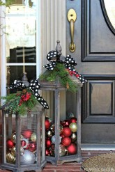 Simple But Beautiful Front Door Christmas Decoration Ideas 04
