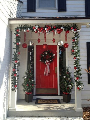 Simple But Beautiful Front Door Christmas Decoration Ideas 09