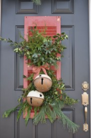Simple But Beautiful Front Door Christmas Decoration Ideas 20