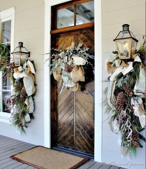 Simple But Beautiful Front Door Christmas Decoration Ideas 41