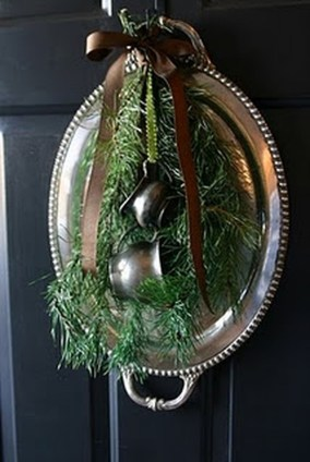 Simple But Beautiful Front Door Christmas Decoration Ideas 43