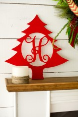 Simple But Beautiful Front Door Christmas Decoration Ideas 45