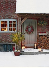 Simple But Beautiful Front Door Christmas Decoration Ideas 47