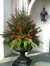 Simple But Beautiful Front Door Christmas Decoration Ideas 57