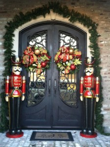 Simple But Beautiful Front Door Christmas Decoration Ideas 64