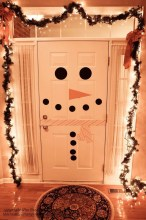 Simple But Beautiful Front Door Christmas Decoration Ideas 68