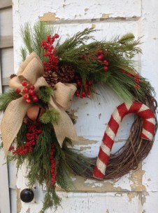 Simple But Beautiful Front Door Christmas Decoration Ideas 75
