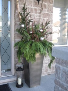 Simple But Beautiful Front Door Christmas Decoration Ideas 93
