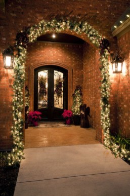 Simple But Beautiful Front Door Christmas Decoration Ideas 99