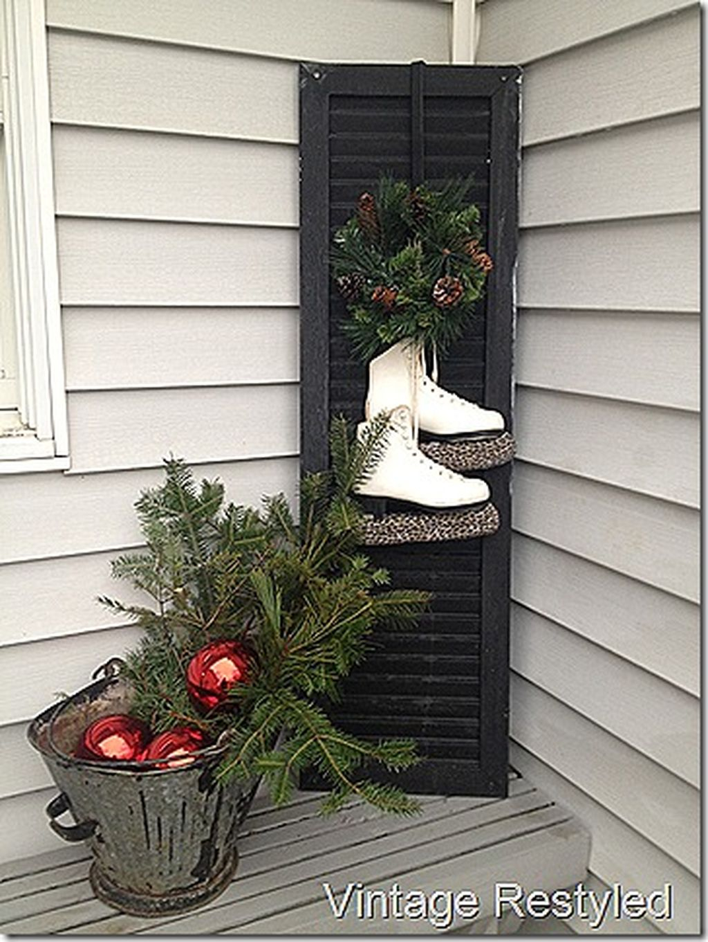 Totally Inspiring Christmas Porch Decoration Ideas 36