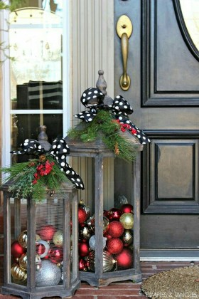 Totally Inspiring Christmas Porch Decoration Ideas 54