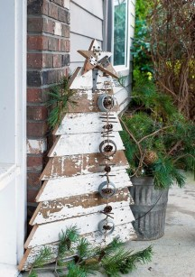 Totally Inspiring Christmas Porch Decoration Ideas 67